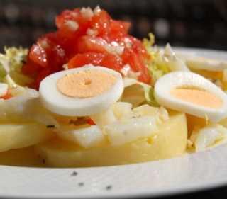 Ensalada de patatas con huevos y anchoas Recetas Saludables